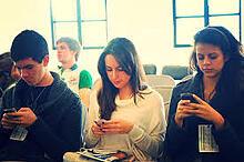 millenials on smartphones